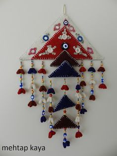 keçe kuş evi - Google'da Ara Crochet Circle Vest, Crochet Circles, Craft Stick Crafts, Bead Crafts, Diy Crafts, Beaded Ornaments, Felt Ornaments, Hand Work Design, Mobiles