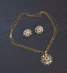 Jewelry Design Earrings, Beaded Jewelry Designs, Gold Earrings Designs, Diamond Jewelry, Indian Gold Necklace Designs, Gold Mangalsutra Designs, Gold Bangles Design, Black Gold Jewelry, Emeralds