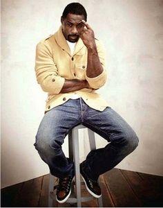 """Idris Elba en mode """"j'ai beau chercher, je n'arrive pas à me passer de toi"""" !!!"""