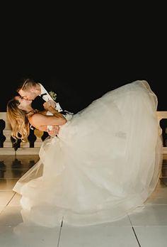 39 Breathtaking First Dance Wedding Shots ❤ first dance wedding shots dip pose kiss michelleprunty #weddingforward #wedding #bride Wedding Album, Wedding Photos, Wedding Ideas, Wedding Photography Tips, Photography Ideas, Cool Poses, Beautiful One, First Dance, Newlyweds