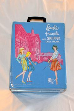 RARE Near Mint Barbie  TUDOR Trunk with American Girl Barbie, Francie, Skipper