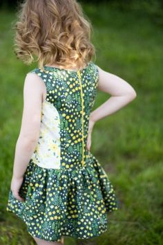 Back of the Josephine dress sewn by Pear Berry Lane // exposed zip, princess seams, green and yellow floral