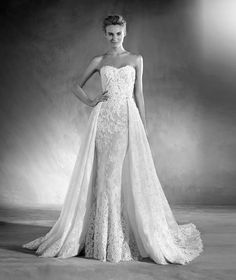 EDITH is a wedding dress with a sweetheart neckline in Chantilly, lace and gemstones with a mermaid silhouette that highlight the elegance of the design.