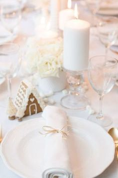 38 Elegant Christmas Table Settings - Stylish Holiday Table Centerpieces Luckily for you, our best DIY Christmas table decorations ideas are so gorgeous, they double as conversation starters that are sure to spark some special moments between your guests.#christmastabledecorationideas #christmasdecorations #christmastablesetting #christmastabledecor #diychristmastablesettings #christmastablesettingsideas #99inspire Christmas Table Settings, Christmas Table Decorations, Holiday Tables, Elegant Christmas, Christmas Diy, Moss Table Runner, Red Tablecloth, Christmas Crackers, Candle Shop