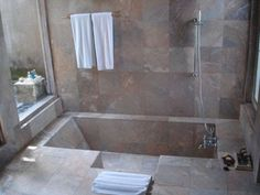 Consider this necessary illustration as well as look into today suggestions on Soaker Tub Shower Combo Small Bathrooms Sunken Bathtub, Bathtub Tile, Concrete Bathroom, Bathroom Faucets, Jacuzzi, Bathtub Shower Combo, Bath Shower, Shower Tiles, Ideas Baños