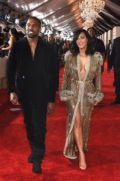 Kim Kardashian Photos - Recording Artist Kanye West and tv personality Kim Kardashian attend The Annual GRAMMY Awards at the STAPLES Center on February 2015 in Los Angeles, California. - The Annual GRAMMY Awards - Red Carpet Kim Kardashian Kanye West, Kim Kardashian And Kanye, Kardashian Style, Kardashian Jenner, Kardashian Memes, Kardashian Photos, Kardashian Kollection, Kendall Jenner, Kaftan