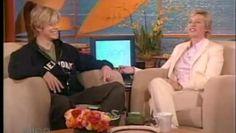 Regarder la vidéo «David Bowie Interview 2004 04 23» envoyée par Ladygrinningsoul Rcz sur dailymotion.