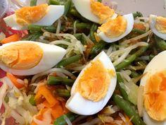 GadoGado kennen we allemaal, lekkere groenten geserveerd met satésaus, een typisch gerecht uit het verre Indonesië. Dit gerecht kun je in plaats van rijst ook makkelijk serveren met tortilla's, op deze manier krijg je een bijzondere gadogado-wrap, bovendien kunnen de wraps aan tafel gemaakt worden.