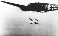Launch Henschel Hs 293 cruise missile from the Heinkel bomber Luftwaffe, Air Fighter, Fighter Jets, Focke Wulf, Cruise Missile, Ww2 Planes, Military Pictures, Ww2 Aircraft, Navy Ships