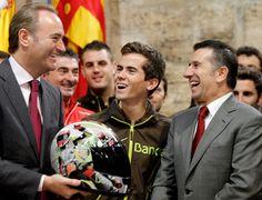 Alberto Fabra recibe al piloto valenciano Nico Terol.