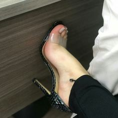 Clear High Heels, High Heels For Prom, Hot High Heels, Womens High Heels, Beautiful High Heels, Beautiful Toes, Pretty Toes, Feet Soles, Women's Feet