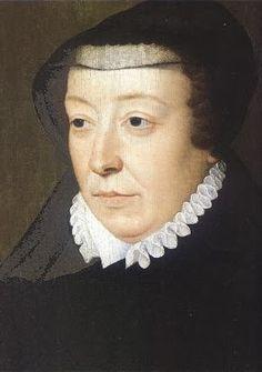 Catarina de Médicis (1519 - 1589) Catarina de Médicis foi rainha da França de 1547 à 1589, após se casar com Rei Henrique II. Com a morte de seu marido pôs-se a frente dos assunto do Estado, já que seus três filhos eram muito jovens. Todos os três chegaram a sentar no trono, mas era Catarina que governava o reino de forma indireta, tentando introduzir a paz entre católicos e protestantes à fim de salvar seu reino, e manter a monarquia intacta. Assim nasceu a lenda de uma mulher austera, que…