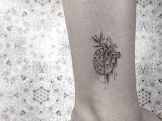 31 Tattoos for Women - Page 21 of 31 - Tattoo Designs Mini Tattoos, Trendy Tattoos, Body Art Tattoos, Small Tattoos, Tattoos For Women, Heart Tattoos, Heart Anatomy Tattoo, Tattoo Art, Wolf Tattoos