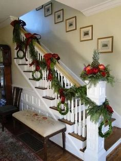 Cool and fun christmas stairs decoration ideas 00 00009 Christmas Stairs Decorations, Christmas Staircase, Christmas Wreaths, Christmas Tables, Christmas Stockings, Country Christmas, Simple Christmas, Christmas Stuff, Home Decoracion