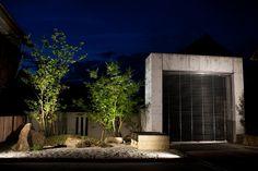 映し出された和の空間。周りの景観と調和したモダンな坪庭。 #lightingmeister #gardenlighting #outdoorlighting #exterior #garden #light #house #home #pinterest #japanesestyle #harmony #modern #spotgarden #和 #和風 #調和 #モダン #坪庭 #庭園 #家 #庭