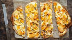 Die Spezialität aus dünnem Brotteig mit deftigem oder süssem Belag gibt es in vielen Variationen. Auch vegetarische Flammkuchen sind eine schmackhafte Alternative. Diese drei einfachen Rezepte gelingen jedem. Cheesesteak, Baked Potato, Pizza, Potatoes, Bread, Snacks, Baking, Ethnic Recipes, Quiche