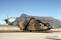 South African Air Force Aérospatiale Super Frelon Kept in running condition at Museum at Ysterplaat Air Force Base, South Africa. Military Helicopter, Military Aircraft, Cargo Aircraft, Fighter Aircraft, Fighter Jets, Military Archives, Sud Aviation, Airbus Helicopters, South African Air Force