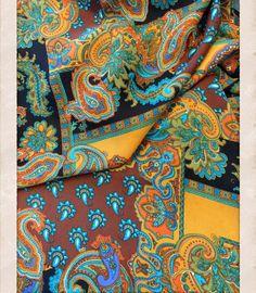 Mousseline de soie Vintage Paisley. Tissu noir par TikasTreasureHut