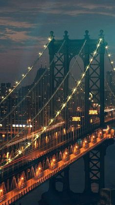 Brooklyn Bridge in der Abenddämmerung – New York City Nature Iphone Wallpaper, Phone Backgrounds, City Wallpaper, Bridge Wallpaper, Photographie New York, City Aesthetic, Jolie Photo, City Photography, London Photography