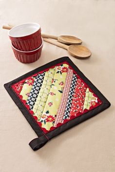 Aunt Betty's Strip Pieced Potholder | FaveCrafts.com