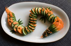 Fun food Kids Cucumber and Carrot Dragon buffet gurken Karotten Möhren Drache party salad salat Sinja78 Food Art For Kids, Fun Snacks For Kids, Cooking With Kids, Kids Meals, Veggie Snacks, Yummy Veggie, Veggie Recipes, Art Et Design, Food Design