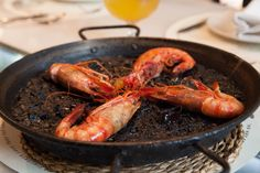 Restaurante que recupera los sabores de la cocina de siempre ofreciendo tapas tradicionales.
