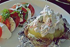 Hella & houkutus: Uuniperunat kahdella täytteellä Feta, Muffin, Breakfast, Desserts, Morning Coffee, Tailgate Desserts, Deserts, Muffins, Postres