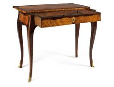 Small Louis XV lady's writing desk, France, ca. 1760/70. A hardwood desk veneered with different types of rosewood, of serpentine form, with a sliding top, a pull-out frieze drawer, this with a leather lined folding top and small lateral surface. 70.5 x 82 x 42 cm. Wien, Dorotheum, 22.04.15, no. 527.