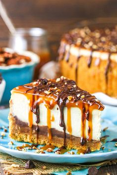 This Turtle Cheesecake is made with a graham cracker crust and plenty of caramel, chocolate and pecans! This Turtle Cheesecake Recipe is made with a graham cracker crust and plenty of caramel, chocolate and pecans! It's rich, creamy and sure to be a hit! Cheesecake Caramel, Turtle Cheesecake Recipes, Chocolate Cheesecake Recipes, Graham Crackers, Köstliche Desserts, Dessert Recipes, Health Desserts, The Cheesecake Factory, Salty Cake