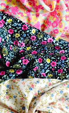 Découvrez nos superbes tissus fleuris, les 3 mètres à 5 euros !!  #DIY #couture #tissus #tissusfleuris #fleurs #fleurs #flower #gorgous #followme #picoftheday #lescouponsdesaintpierre #tissucouture #coutureaddict #cousumain