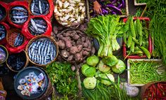 Balinese Traditional Market - The colorful food market in Ubud, Bali, Indonesia. Ubud, Healthy Eating Recipes, Healthy Foods To Eat, Asian Grocery Store, Traditional Market, Asian Market, Fresh Market, Sweet Sauce, Colorful Fish