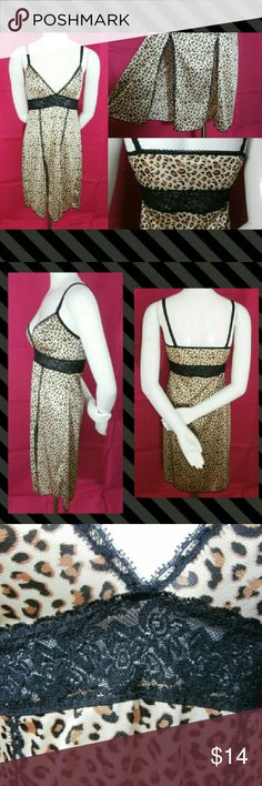 Vtg Rosalie Animal Print Eyelet Lace Chemise M Up for consideration is one Vintage Rosalie Slinky Animal Print Black Eyelet Lace Babydoll Chemise Size Medium. stretchy straps (non-adjusting), eyelet lace trim, stretchy floral lace under bust, v-neckline, slinky and silky animal print fabric, 2 side slits. Beautiful pre-loved condition. No major defects to note! I gently launder vintage and pre-owned items. All of my items will come shipped to you wrapped with care in tissue paper. Thank you…
