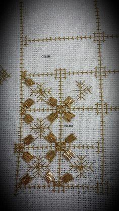 iğne oyası, tel sarma, sehba örtüsü basit nakış teknikleri ,lale deseni ,lale, zincir işi ,örtü ,lale deseni,el işi, tel kırma, tel sarma, basit nakış iğneleri,nakış, el nakışı, sehpa örtüsü, salon takımı, örtü , embroidery ,brezilya nakışı,desen, design, embroidery design Embroidery Designs, Beaded Embroidery, Embroidery Stitches, Gold Work, Bargello, Stitch Design, Needlework, Diy And Crafts, Applique