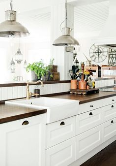 New England Farmhouse Kitchen Interiors