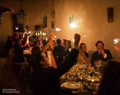© Instantánea y Tomaprimera. Fotografía de boda. Boda-Wedding - Fotografía – Photography - Cena – Dinner - Brindar - Offer