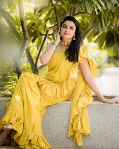Indian Beauty Saree, Saree Blouse Designs, India Beauty, Indian Ethnic, Ganesh, Beauty Women, The 100, Sari, V Neck