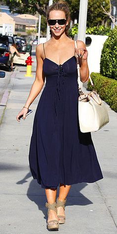 SPLIT THE DIFFERENCE  Maxis are glamorous, but can make petite ladies look like they're drowning in fabric. Midi lengths are a good compromise for shorter girls like Jennifer Love Hewitt. They still have that boho feel but won't overwhelm your figure, plus they allow you to show off fun wedges!