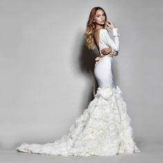 Me encantan las nuevas tendencias del color en los vestidos de novia. El color blanco ha sido siempr...