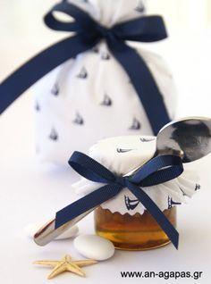 Γλυκό βάπτισης μέλι με καρύδια
