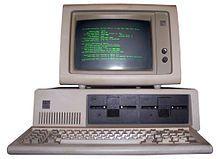 1981 IBM lance le micro ordinateur