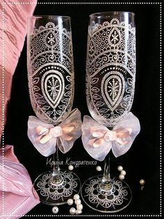 Magic Point - Точечная роспись. Идеи handmade Decorated Wine Glasses, Hand Painted Wine Glasses, Wedding Champagne Flutes, Wedding Glasses, Wine Bottle Art, Wine Bottle Crafts, Painted Champagne Flutes, Henna, Decoupage Glass