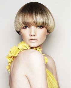 Mushroom Haircut for Women Short Wedge Hairstyles, Retro Hairstyles, Bob Hairstyles, Straight Hairstyles, Hairstyle Short, Mushroom Haircut, Mushroom Hairstyle, Bowl Haircut Women, Short Hair Cuts
