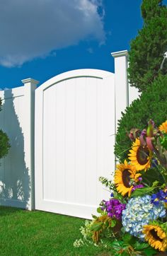 Shop Gatehouse Emblem 6 Ft X 8 Ft White Flat Top Privacy