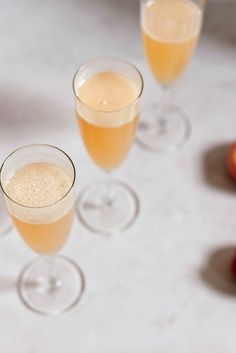 This authentic Italian peach Bellini recipe is the perfect cocktail for a hot day when white peaches are in season and beautifully ripe. Bellini Bar, Bellini Recipe, Peach Bellini, Italian Cocktails, Prosecco Cocktails, Festive Cocktails, Summer Cocktails, Summer Beverages, Rezepte