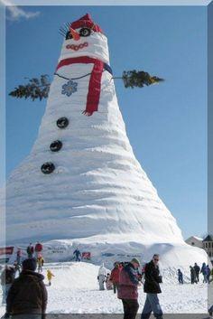 ENORMOUS SNOWMAN!! NOW THAT'S A SNOWMAN.........