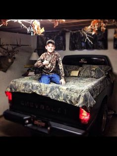 Amazing for a little country boy... My 2 boys will have a room like this!