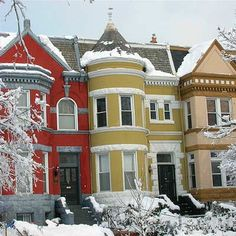 Three dozen towns known for their glorious painted ladies and quaint gingerbread trim Beautiful Architecture, Beautiful Buildings, Beautiful Homes, Terrace House Exterior, Washington Dc Travel, Villa, Townhouse, Historic Homes, The Neighbourhood