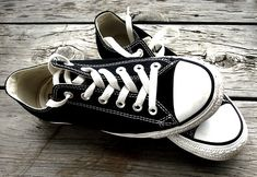 beautiful, black and white, converse, fashion, photography Black And White Converse, Black White Fashion, Black N White, Color Black, Black Chuck Taylors, Purple Shoes, Only Shoes, Favim, Back To Black