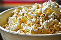 Homemade kettle corn recipe in honor of Detroit Tigers Opening Day. Ww Recipes, Snack Recipes, Snacks, Healthy Recipes, Homemade Kettle Corn, Sweet And Salty, Weight Watchers Meals, Sweet Tooth, Favorite Recipes