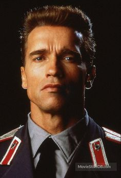 A gallery of Red Heat publicity stills and other photos. Featuring Arnold Schwarzenegger, James Belushi, Arnold Schwarzenegger, James Belushi and others. Turner Classic Movies, Classic Films, Hollywood Actor, Hollywood Celebrities, Predator, Arnold Bodybuilding, Good Old Movies, Terminator Movies, Gina Gershon